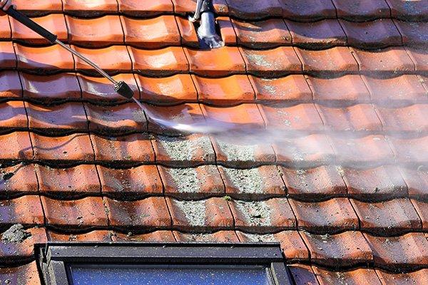 Roof Cleaning Eugene Oregon - Tile Roof